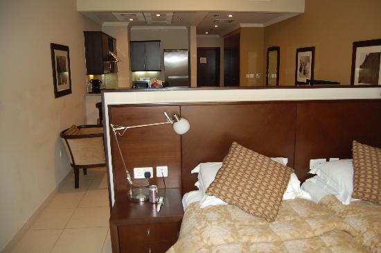Golden Tulip Suites Dubai