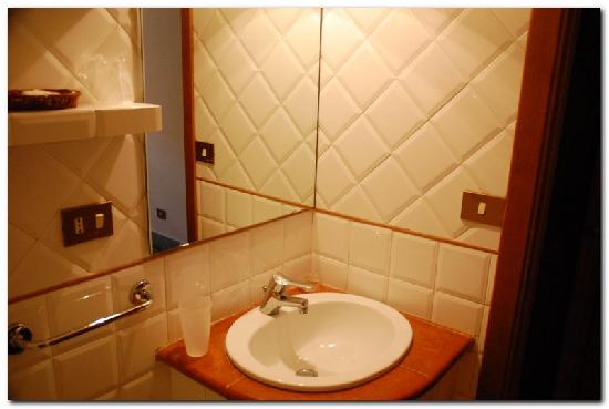 Pensione Paradise: bathroom