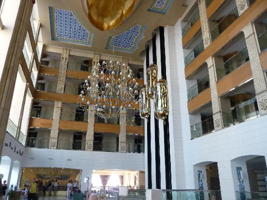 Horus Paradise Luxury Resort: Inside the main building - reception, lifts, rooms