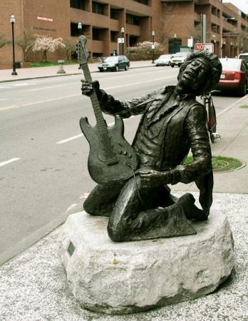 Jimi Hendrix Grave Site: Jimi Hendrix statue, Seattle