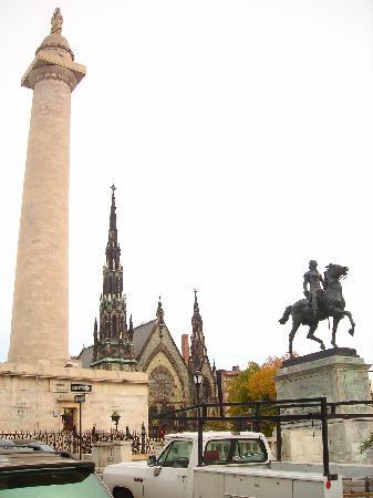Midtown Inn: Washinton Monument in Baltimore