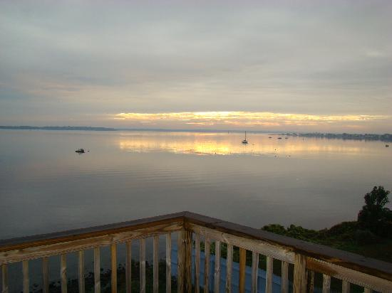 3 Royal Waterfront Suites: The sunrise from the balcony