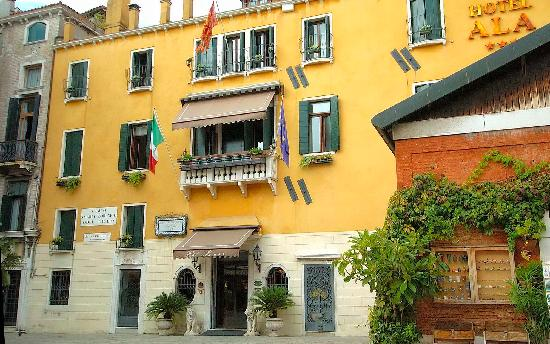 Hotel Ala - Historical Places of Italy : Front of hotel