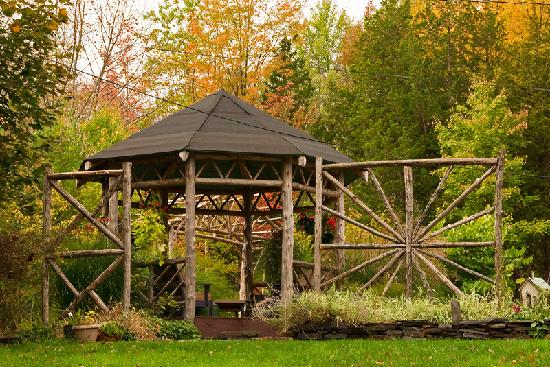 Blue Stone Cottage Bed and Breakfast: Gazebo
