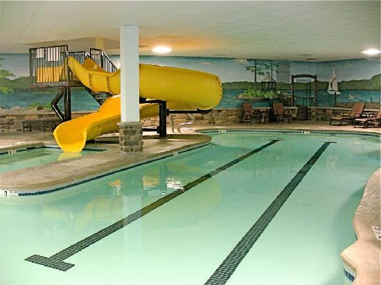 Comfort Suites Lake George: Indoor Pool U0026 Slide