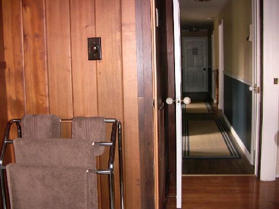 Tabor House Inn: Upstairs Hallway