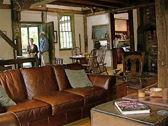 Grist Mill House: Downstairs Guest Lounge