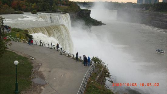 ‪‪Days Inn & Suites Niagara Falls/Buffalo‬: Vista de las Cataratas‬