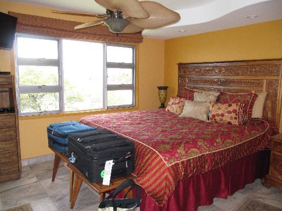 Royal Mauian: Master Bedroom