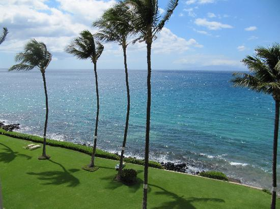 Royal Mauian: View from the lanai