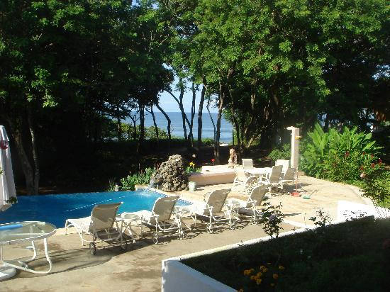 Villa Alegre - Bed and Breakfast on the Beach: Pool and beach access