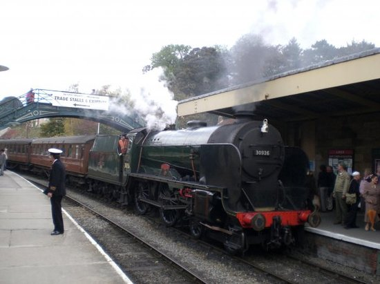 North Yorkshire Moors Railway: Arriving at Platform 2