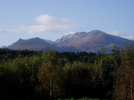 The Braes Guest House: Mountain Views