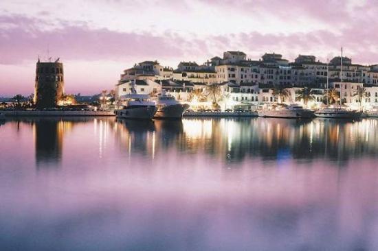 Marbella, Spania: puerto banus de noche lo mejor que puede existir