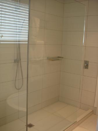 Regent of Rotorua: Massive Shower