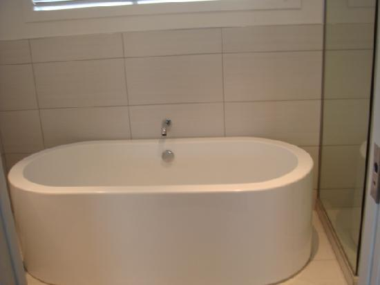 Regent of Rotorua: The Bath
