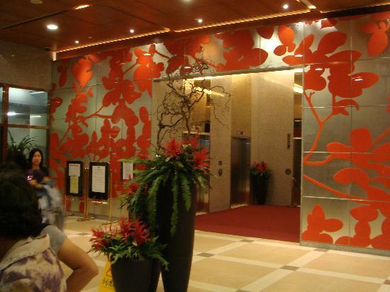 Newton Hotel Kowloon: Lobby to the lifts