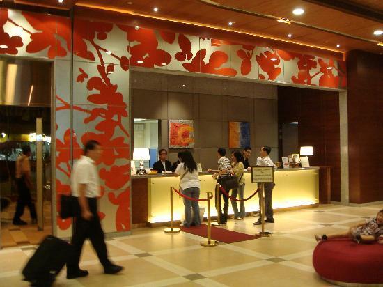 Newton Hotel Kowloon: Lobby reception area