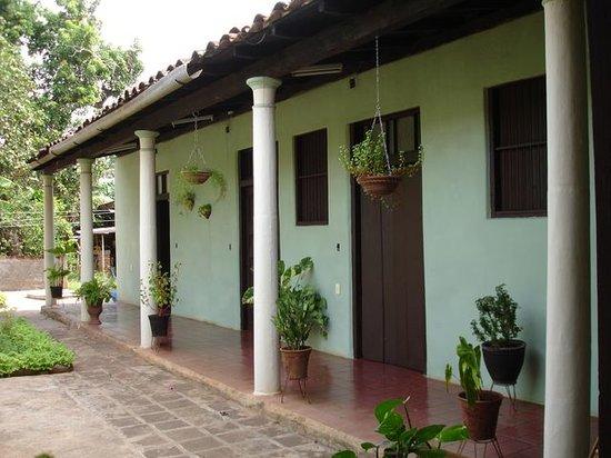 Hostal Buen Viaje : El porche lateral