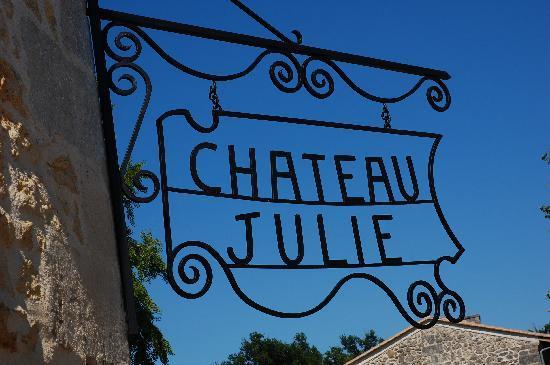Chateau Julie: L'enseigne