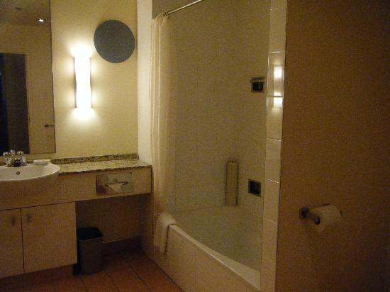 Le Square Phillips Hotel & Suites: Nice bathroom