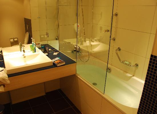 Park Inn by Radisson Krakow: Bathroom