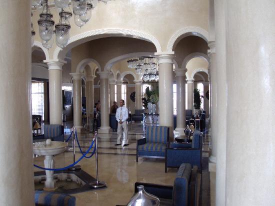 Jaz Aquamarine: lobby