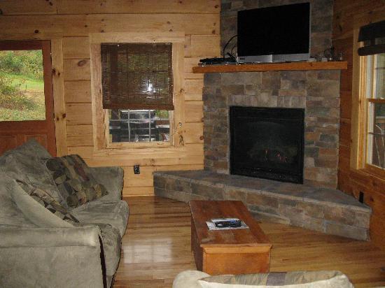 Rustic Cabins: Living Room  - Crimson Star