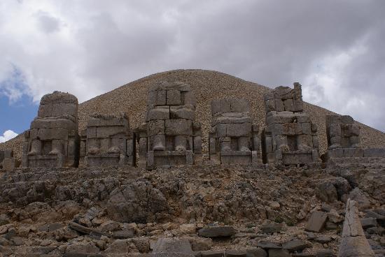 Mount Nemrut: Le mont et les statues