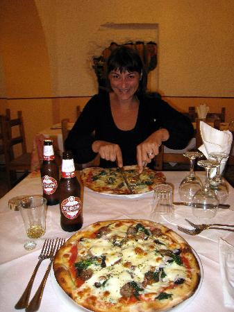 Zafferana Etnea, Italia: The perfect pizza 2