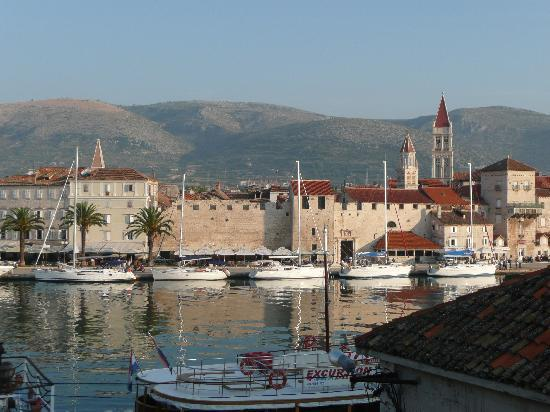 Villa Moretti: View of Trogir from room