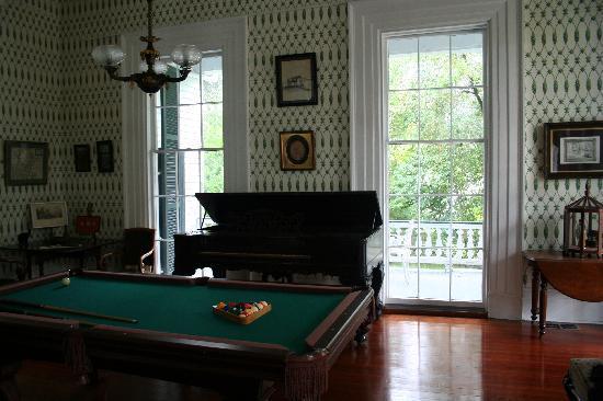 Stone House Musical B&B: billiard room