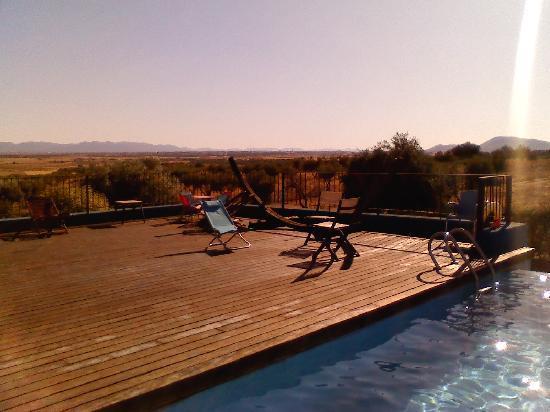 Villa Nazules Hotel Hípica Spa: Puesta de sol en la piscina