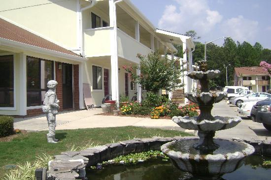 Executive Suites Inn: Front entrance