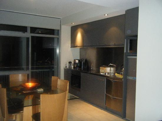 Christchurch Luxury Apartments: Kitchen & dining area