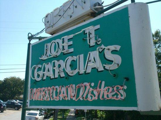 Joe T Garcia's Mexican Restaurant: Original sign!