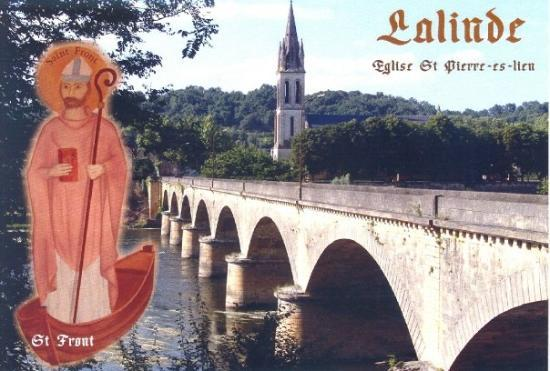 Lalinde, Frankreich: St. Pierre Catholic church, Dordogne River and bridge
