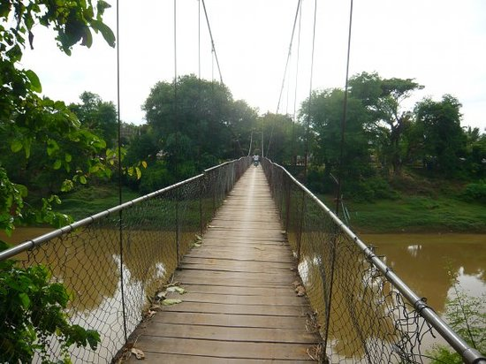 Battambang, Cambodge : Ballade ds la cambrousse...pont d'Indiana Jones!