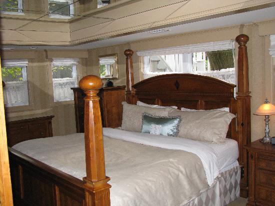 The Halliburton: The Grand Suite Bedroom
