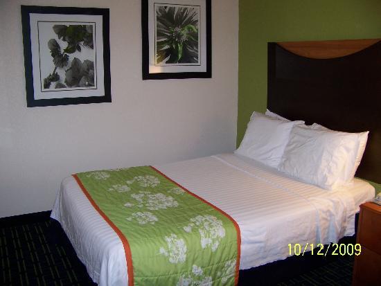 Fairfield Inn & Suites Knoxville/East: bedroom, room 221
