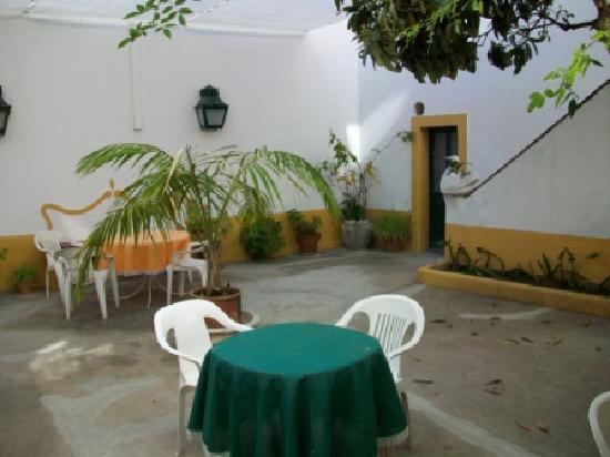 Casa De Sao Tiago: Courtyard
