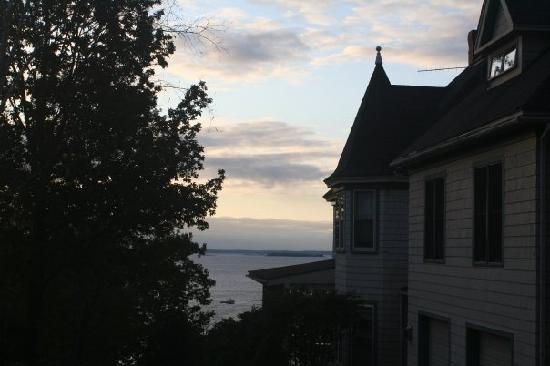Lincolnville, Мэн: View from house of lobster boat in Penobscot Bay