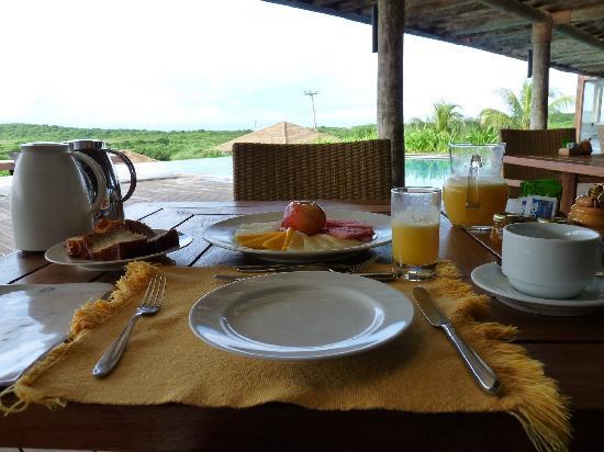 Pousada Maravilha: Daily breakfast on the patio