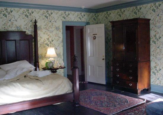 Cedar Grove Plantation : This bed was so VERY comfortable to sleep in,just wish I would have waited to take a photo of it
