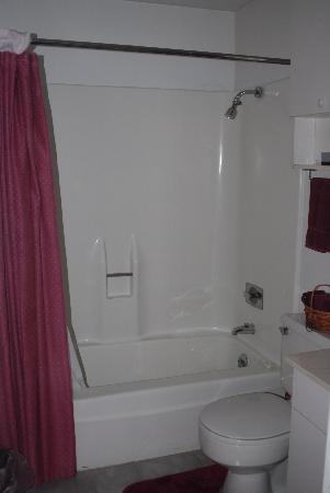 Piping Rock Resort: Bathroom