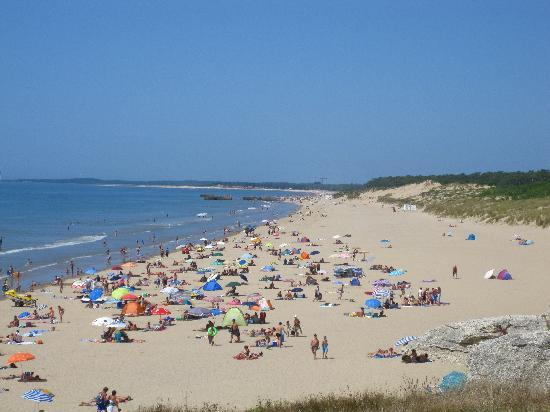 Camping Caravaning Cote de Beaute : Nearby beach is walking distance