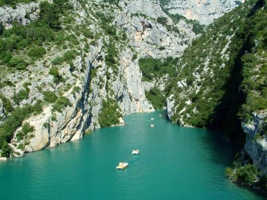 Manosque France  city photos gallery : Manosque, France : Questo lago artificiale è il luogo dove viene a ...