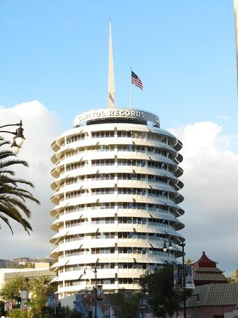 Capitol Records Building: Capitol Records - LA 2007 I LOVE this building!