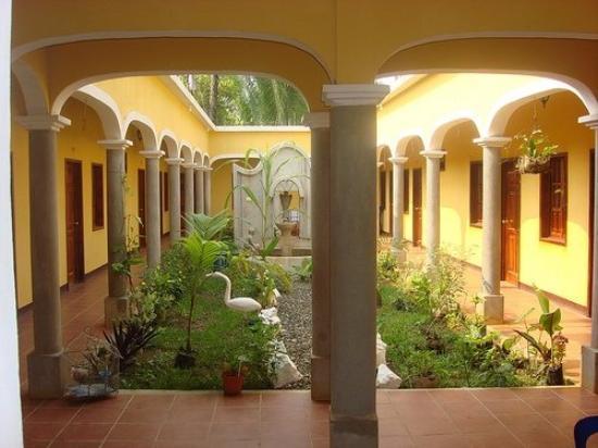 Chahal, Guatemala: Garden view.......