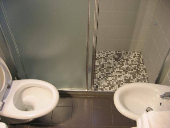 Club Meeting Hotel: bagno minuscolo